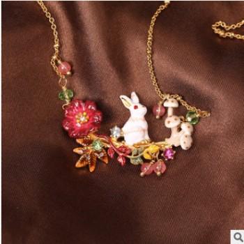 新款珐琅釉波斯菊系列爱丽丝小白兔蘑菇多坠项链镀金饰品