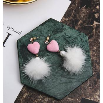 韩国韩版可爱爱心桃心水貂毛球耳环女 简约气质珍珠耳钉饰品