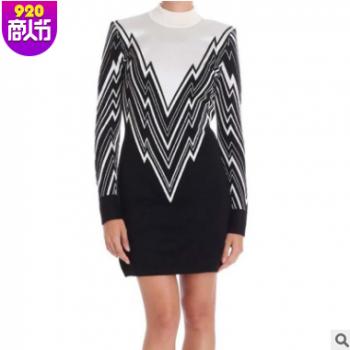 B家2018秋新款黑白撞色几何图案中长款冰丝包臀连衣裙圆领打底衫