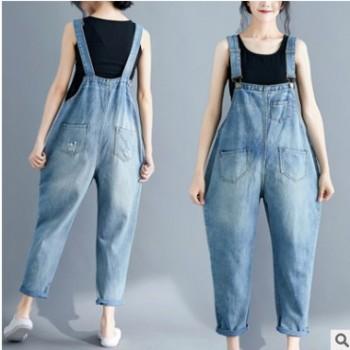 实拍背带牛仔九分裤女夏胖妹妹大码宽松减龄吊带连体裤
