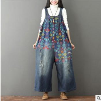 一衫伴水 新款印花牛仔牛仔裤磨白破洞阔腿背带裤女大码流浪记