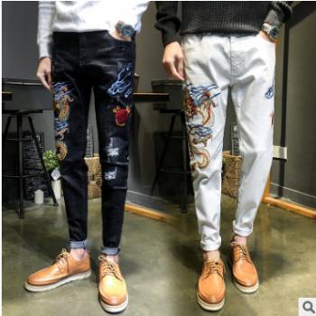 男士休闲牛仔长裤19复古龙刺绣弹力小脚牛仔裤潮男社会小伙牛仔裤