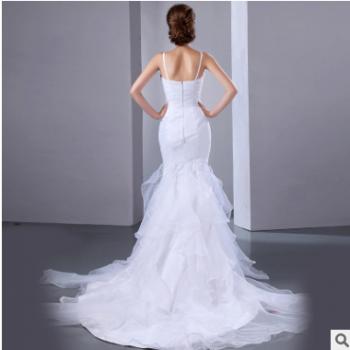 新款简约吊带式婚纱礼服花朵鱼尾型裙羽毛装饰浪漫婚纱礼服