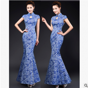 青花瓷袍旗袍鱼尾晚礼服长款年会主持人演出服中式复古新娘敬酒服