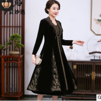宸妙艳2020新品丝绒妈妈装外套女 丝绒重工烫钻时尚气质长款套装