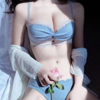 无肩带隐形防滑文胸小胸聚拢无钢圈调整型上托收副乳蕾丝美背内衣