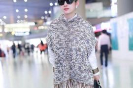 秦海璐真是衣架子,有年代感的衣服,穿在她身上复古潮流