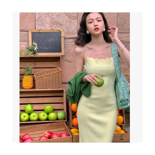 网红 复古2021女春新款方领珍珠吊带裙性感紧身显瘦针织连衣裙