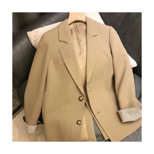 2021年春季新款女复古温柔风设计感英伦风休闲卡其色西装外套