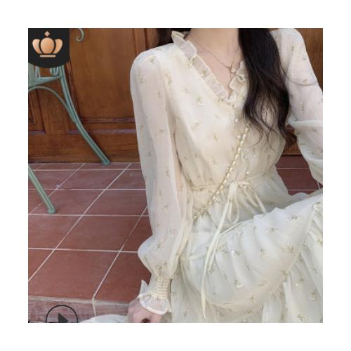 2021早春新款女装茶歇法式设计感长袖温柔气质碎花蕾丝连衣裙长款